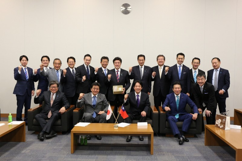William Lai meets with more than 20 Japanese politicians on May   9 (Image courtesy of William Lai's office)