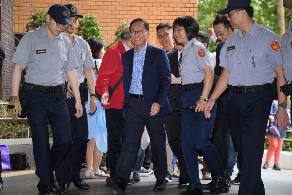 Ting Shou-chung (center) arriving at the court for the verdict Friday (May 10).