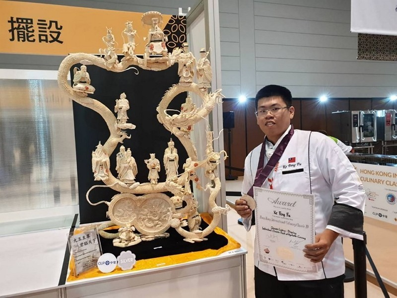 Ke Fu-feng and his winning work (Ke Fu-feng photo)