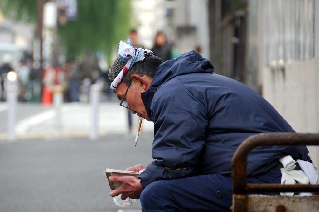 日本企業提倡嚴格的禁煙規定。(flickr Tinou B...