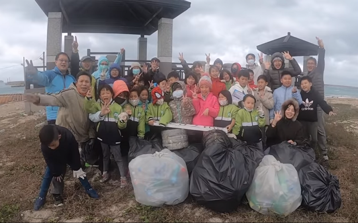 (Screengrab from Heheng Elementary beach clean-up video)