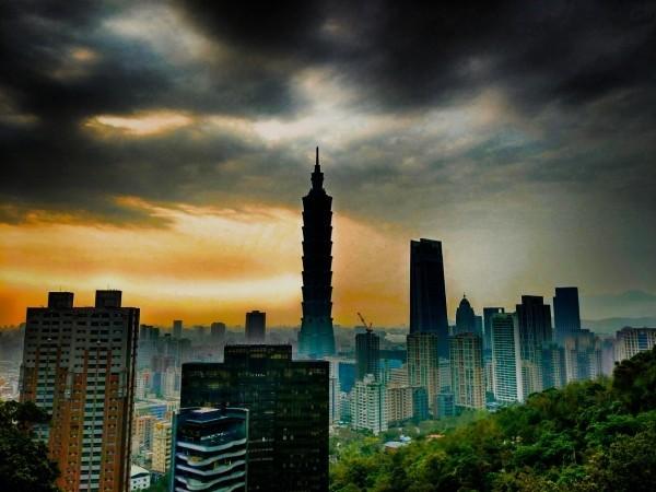 View of Taipei skyline from Elephant Mountain. (Photo by Sanjaya Bhanu)