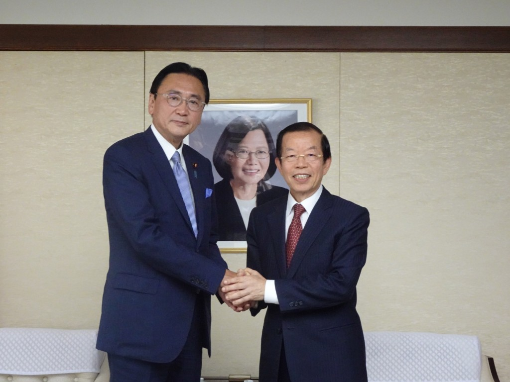 (L-R) Keiji Furuya, chief executive of the Japan-ROC Diet Members' Consultative Council, and Frank Hsieh, Taiwan's representative to Japan (Source: CN