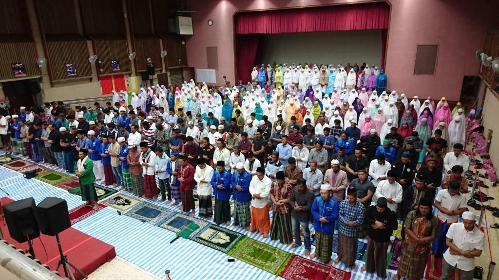 穆斯林參加開齋節聚禮(圖片來源:勞動部勞動力發展署)