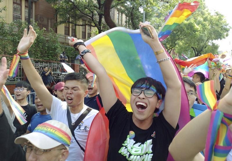 台灣17日通過同婚專法(AP)