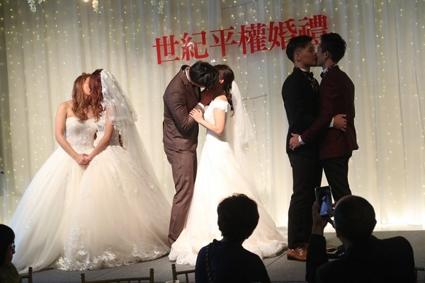 Taiwan holds first joint wedding for gay and straight couples