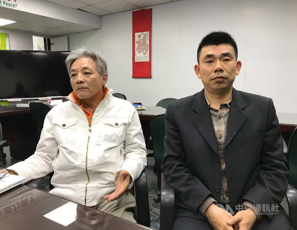 Chinese dissidents Yan Kefen (right) and Liu Xinglian.