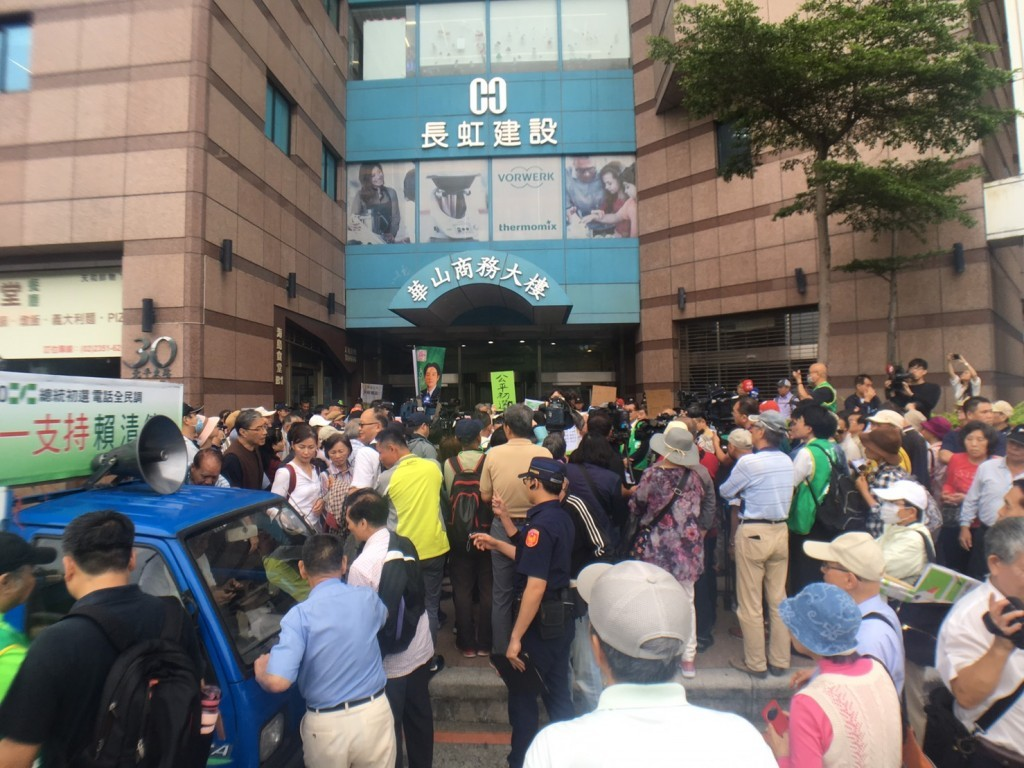 Concerned DPP supporters gathering outside party HQ Wednesday afternoon.