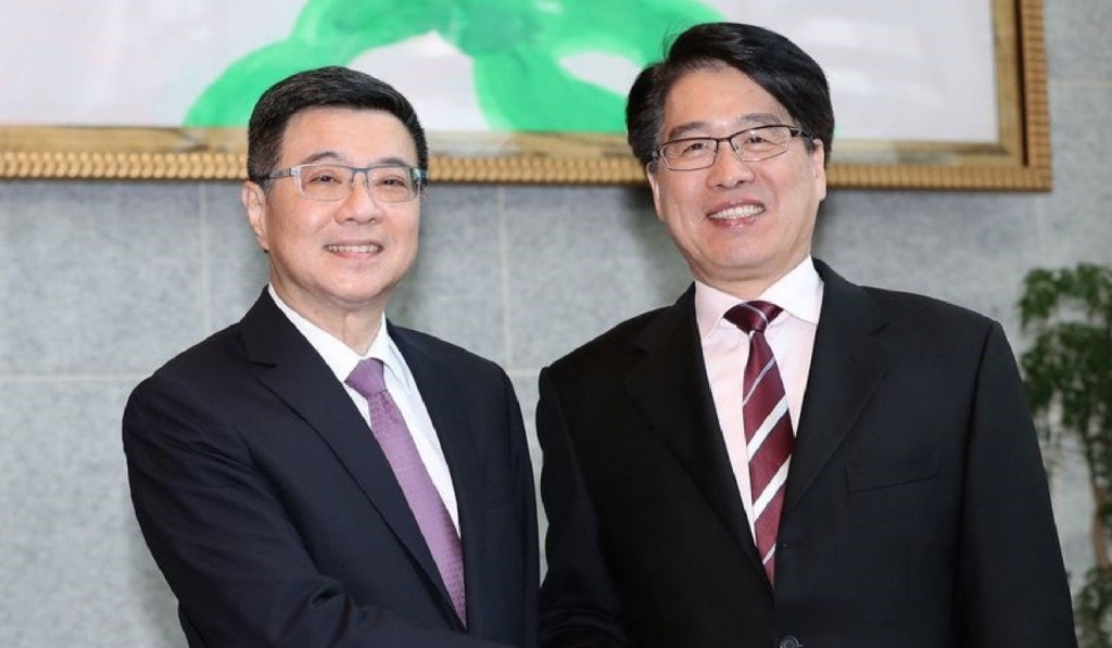 DPP Chairman Cho Jung-tai (left) and TPOF Chairman Ying-lung You when they were both running for DPP leader last year.