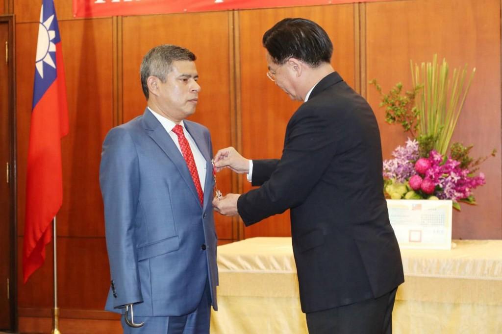 Luis Galaretta (left) is visiting Taiwan between M...