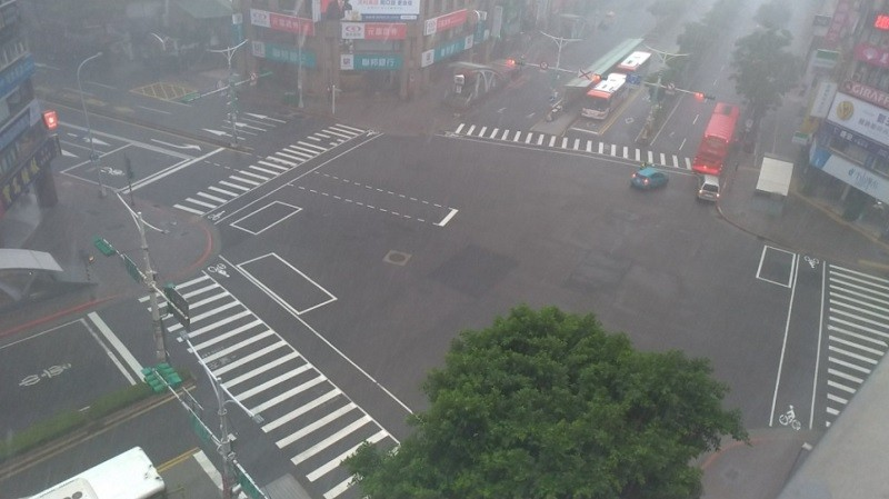 【縮時攝影】北部大雷雨中萬安演習 基隆英日語文宣引導疏散