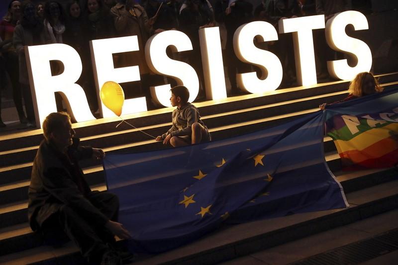 歐洲議會外氣候抗議(AP)