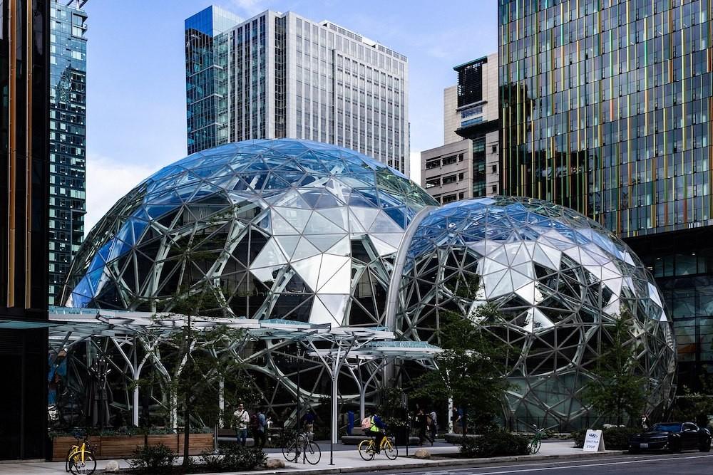 電商巨擘亞馬遜位於美國西雅圖的總部(照片來源:Wikimedia Commons)