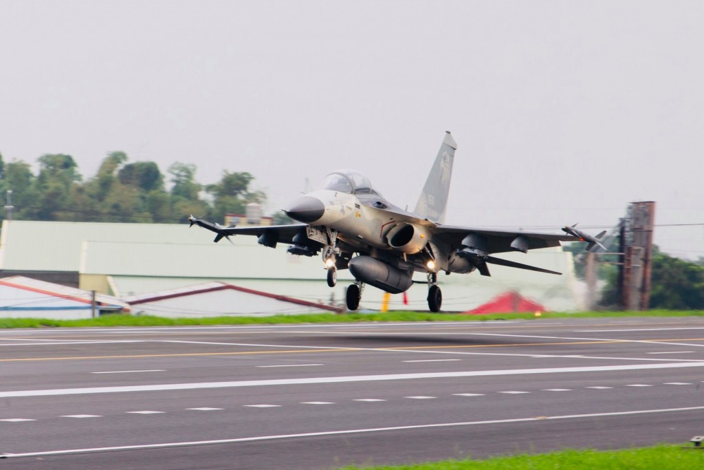 Video shows Taiwan fighter jets land on freeway to counter simulated 'Chinese attack'