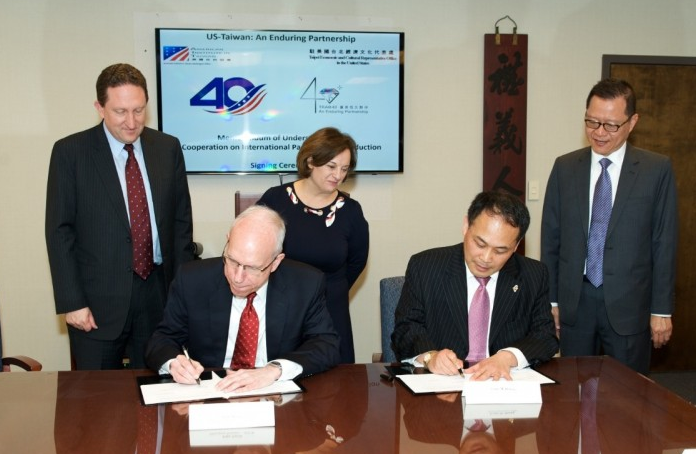 MoU signing in April, Suzanne Lawrence (C) (Photo from AIT)