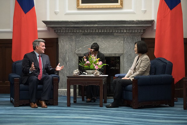 U.S. Senator Cory Gardner meets with President Tsai Ing-wen on May 26, 2018 at the Presidential Office (Source: Presidential Office)