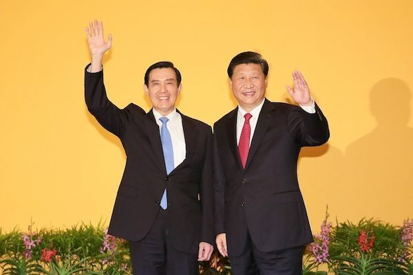 Then-President Ma Ying-jeou (left) meeting Chinese President Xi Jinping in Singapore in 2015 (photo courtesy of Presidential Office).