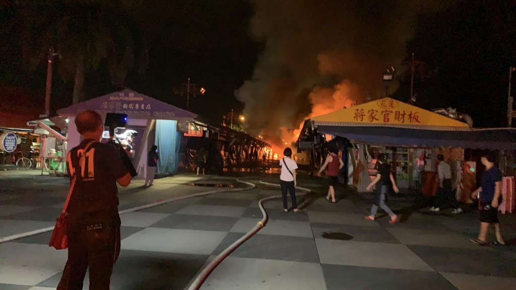 Video shows night market fire burn down 50 stalls prior to Han rally in E. Taiwan