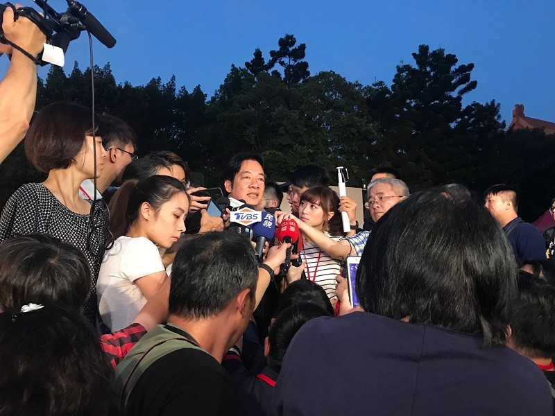 Presidential hopeful and former Taiwan premier William Lai, center, attends the memorial event. (Taiwan News photo)