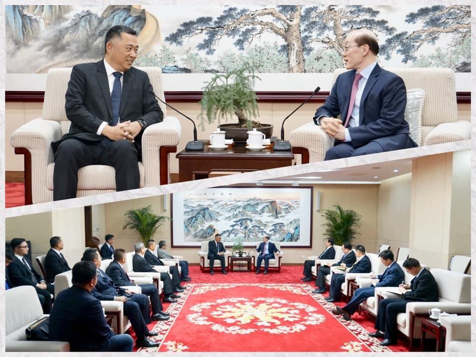 金門縣長楊鎮浯(圖上左)5日在中國北京會晤中國的台灣事務辦公室主任劉結一(圖上右)(照片翻攝自楊鎮浯臉書)
