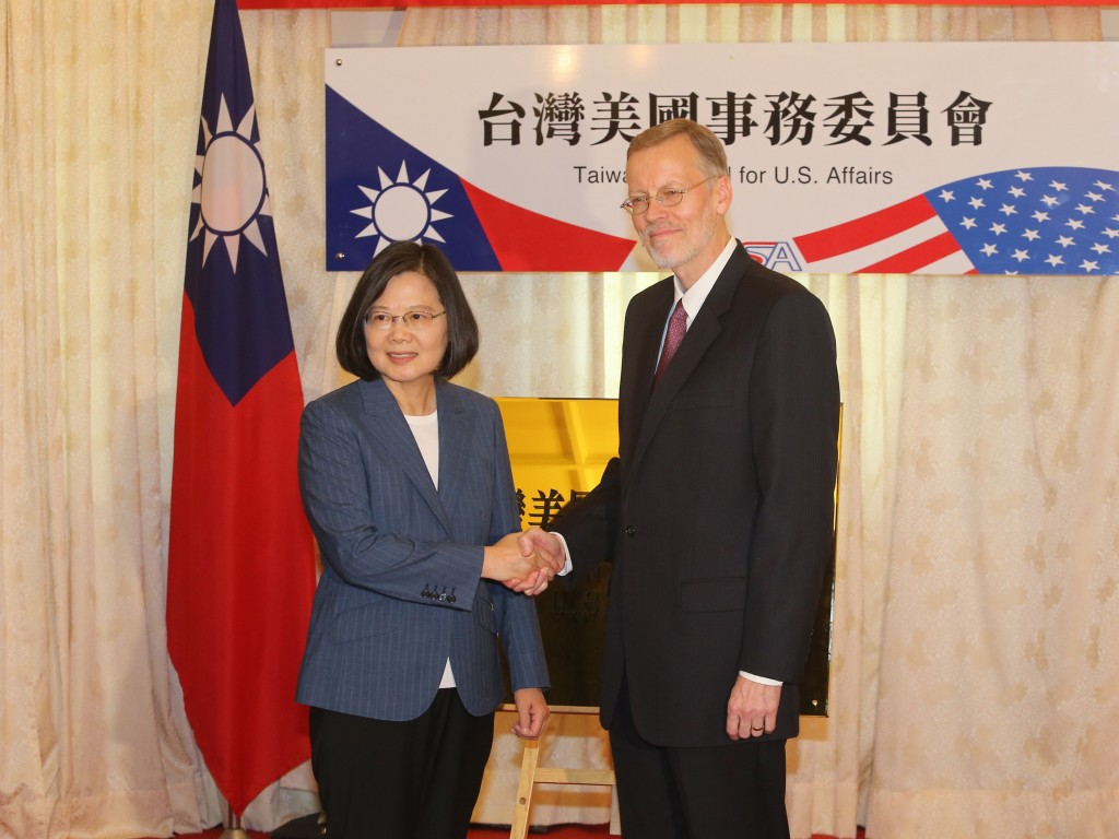 (L-R) President Tsai Ing-wen and AIT Director Brent Christensen (Source: CNA)