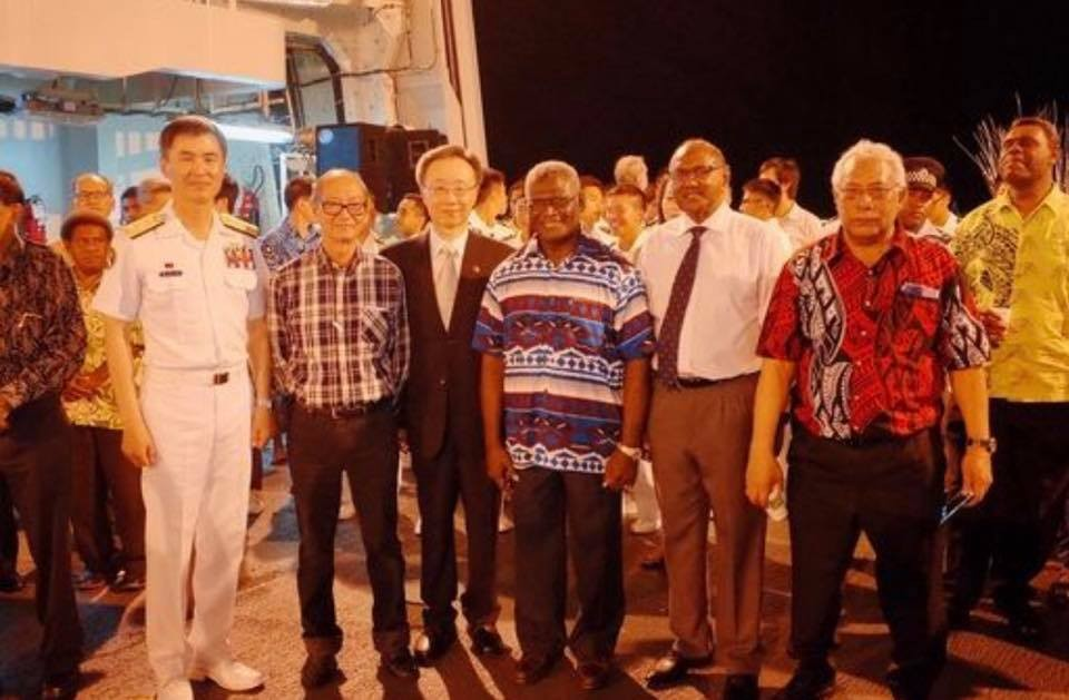 Prime Minister of the Solomon Islands Manasseh Sogavare has boarded Taiwan's Fleet of Friendship recently (Screen capture from Wang Ting-yu's Facebook