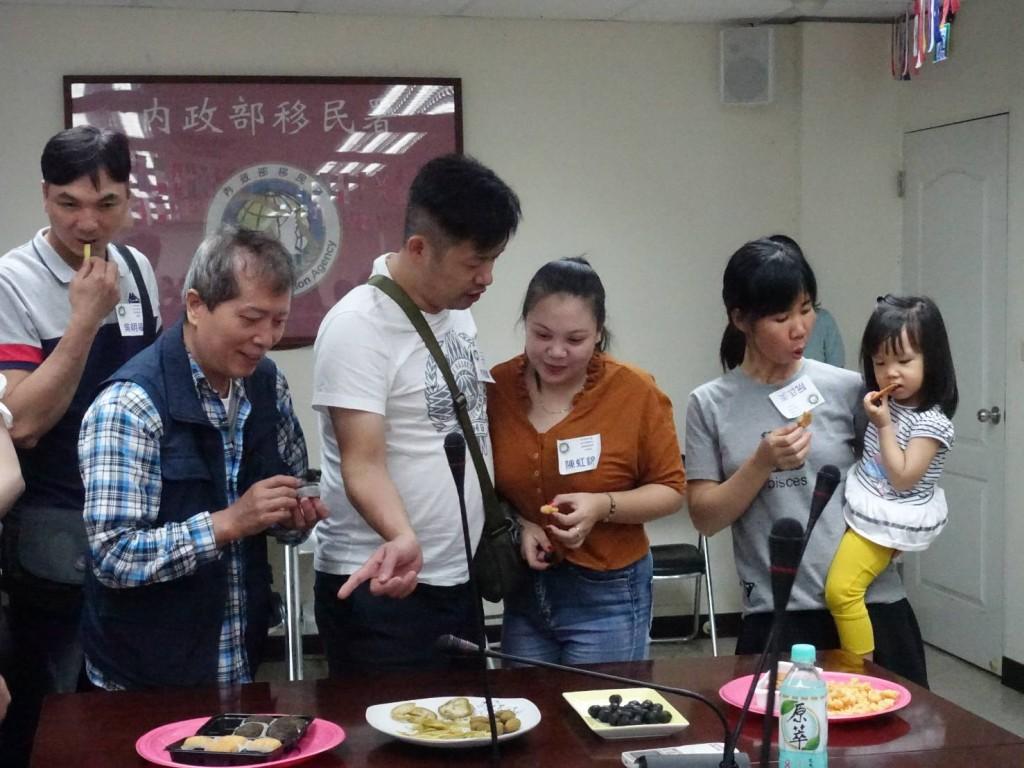 越南異國料理飄香 新住民夫妻手作香包迎端午(圖/ 新北市政府)