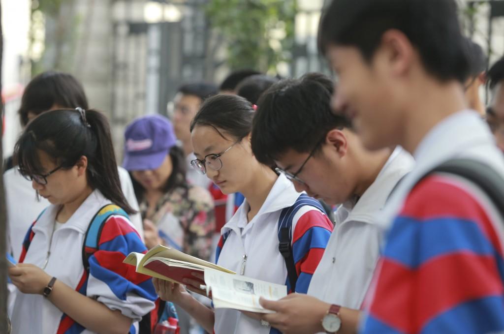 中國7日起迎來3天高考,今年作文題目愛國風大行其道(照片來源:中新社/中央社提供)