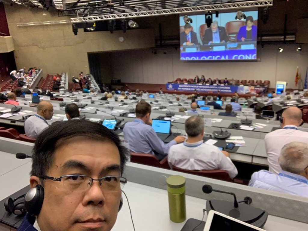 Weather expert Peng Chi-ming (left) at the World Meteorological Conference (photo from Peng's Facebook page)