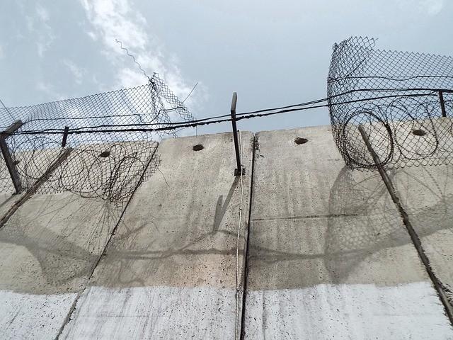 以色列在西岸地區的屯墾區圍牆(圖/ pixabay)