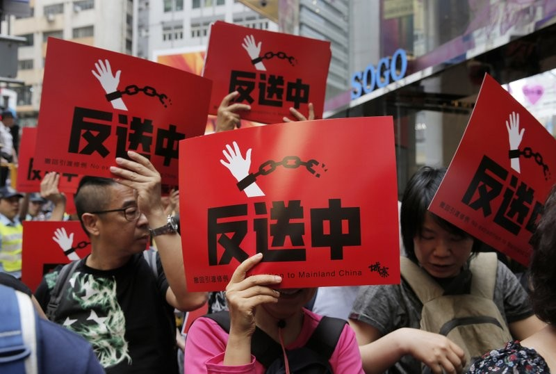Hong Kong citizens stage huge rally against China extradition plan