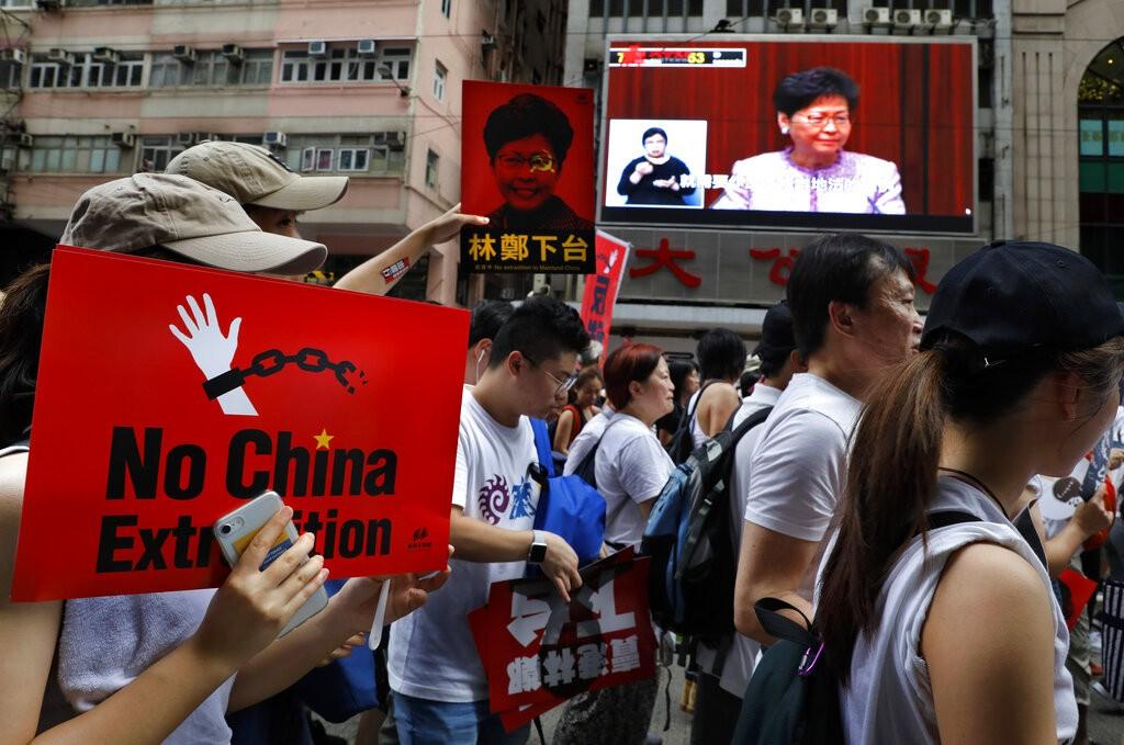 逾百萬香港市民9日走上街頭抗議,要求港府退回《逃犯條例》修訂草案(照片來源:美聯社提供)