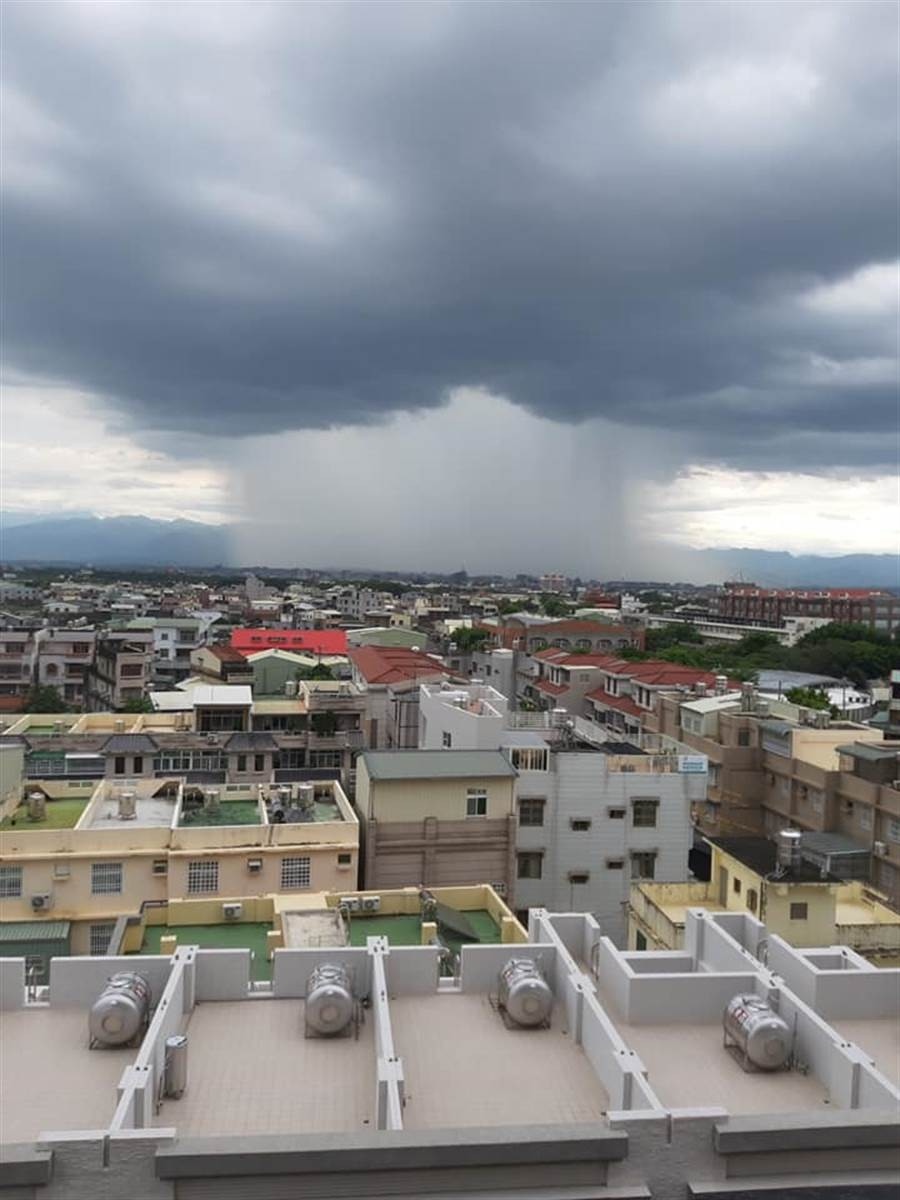 Photo of the Day: 'Rain waterfall' spotted in SW Taiwan