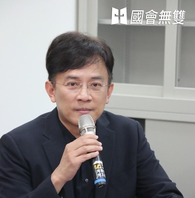 Former TV talk show host Dennis Peng. (Wikipedia photo)