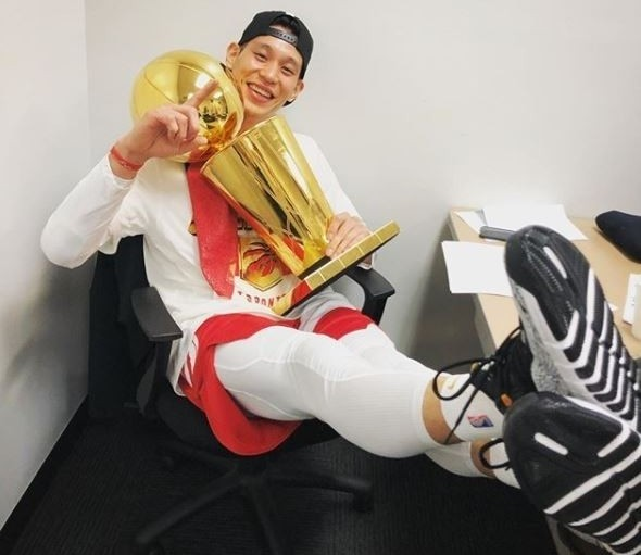 Jeremy Lin with NBA trophy. (Photo from Jeremy Lin Instagram)