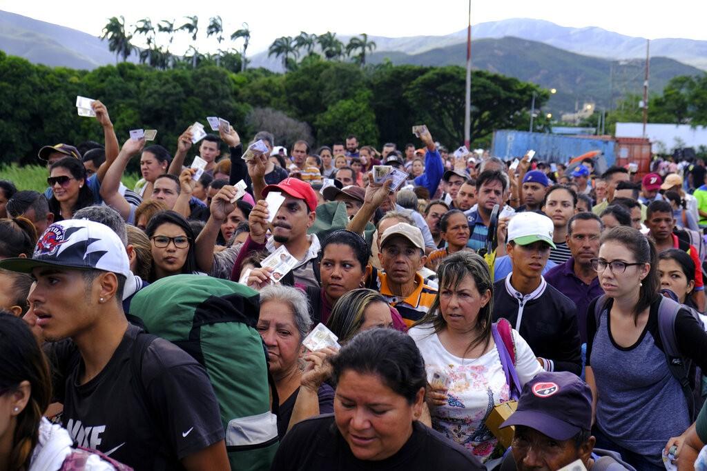 湧入哥倫比亞邊境的委內瑞拉民眾(圖/ AP)