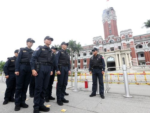 Military police outside the Presidential Office Building in Taipei