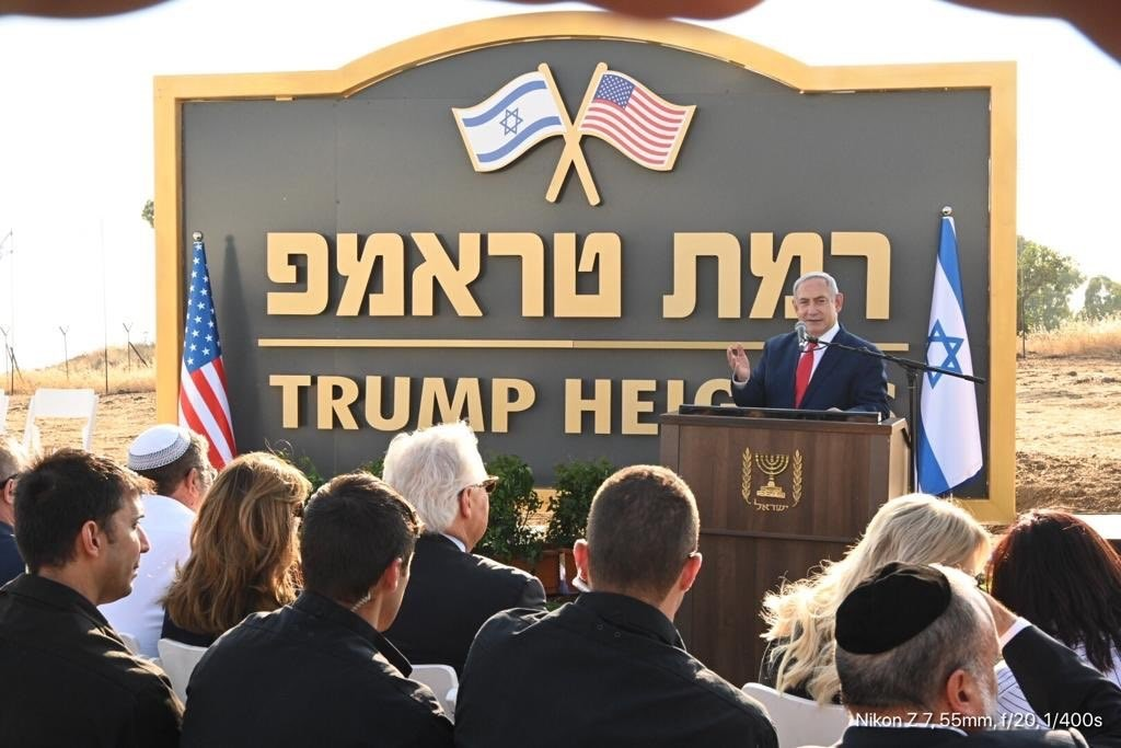 以色列總理尼坦雅胡(後)16日在戈蘭高地正式啟動一處新建屯...