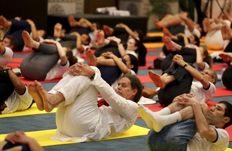 各國駐印度大使齊做瑜珈 (圖/美聯社)