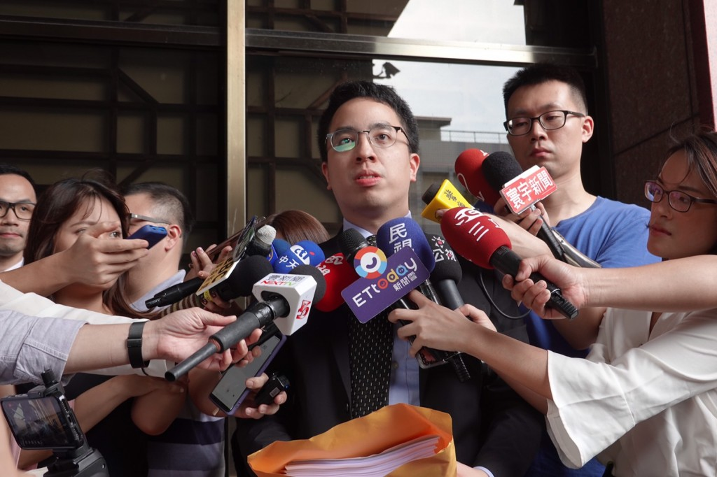 Chung Chun (鍾郡), the lawyer representing EVA Air (Source: CNA)