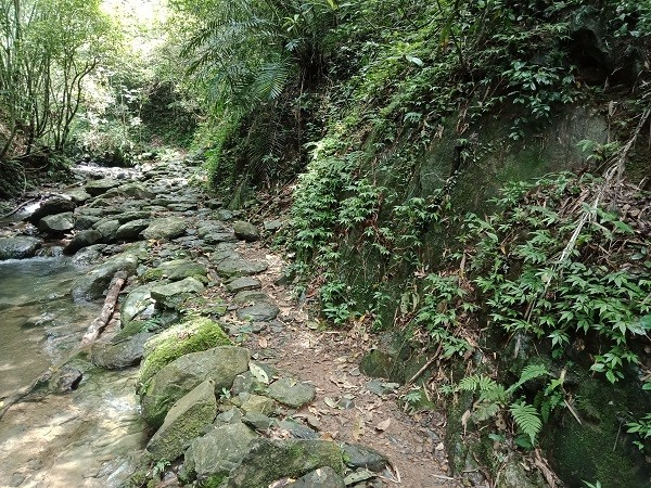 Five Taiwan school children complete part of Tamsui-Kavalan Historic Trails as pathway to graduation