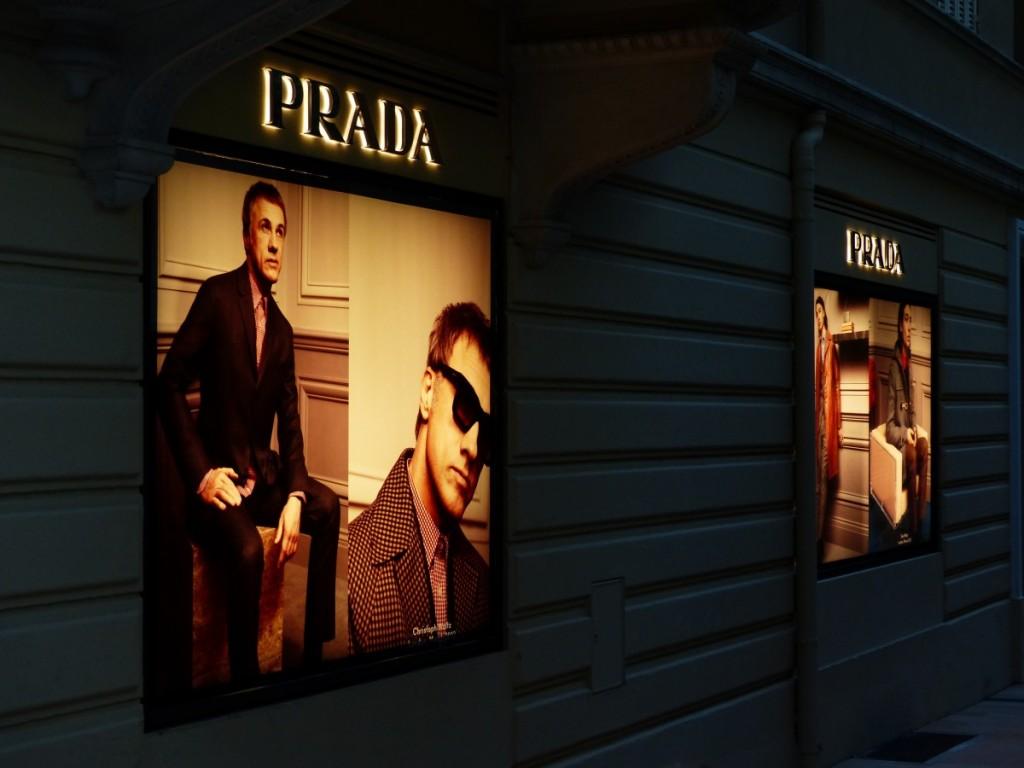 時尚大廠致力海洋廢料回收 Prada推再生尼龍包款
