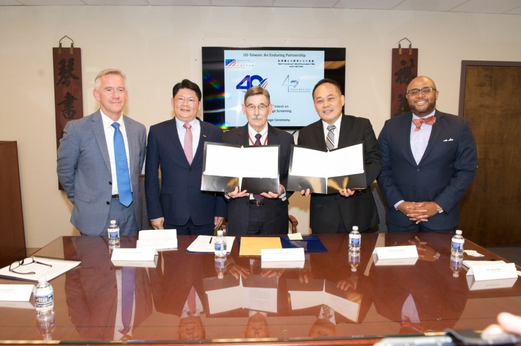 TECRO Deputy Representative Louis Huang and AIT's official Rick Ruzicka exchange the LOI on June 25 in the U.S. (Screen capture from TECRO's Facebook ...