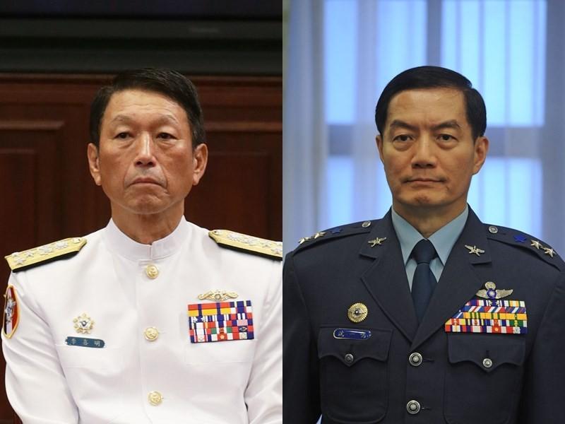參謀總長李喜明(左)將於7月屆齡退伍,國防部今天表示,參謀總長職缺由國防部軍政副部長沈一鳴上將調任。(中央社檔案照片)