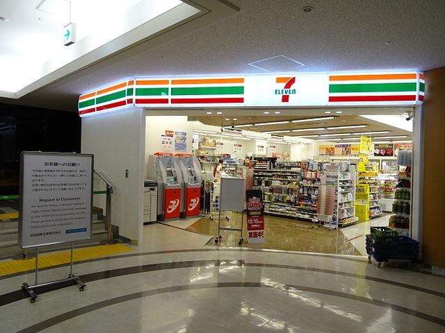 成田機場內的7-11(來源 維基百科)