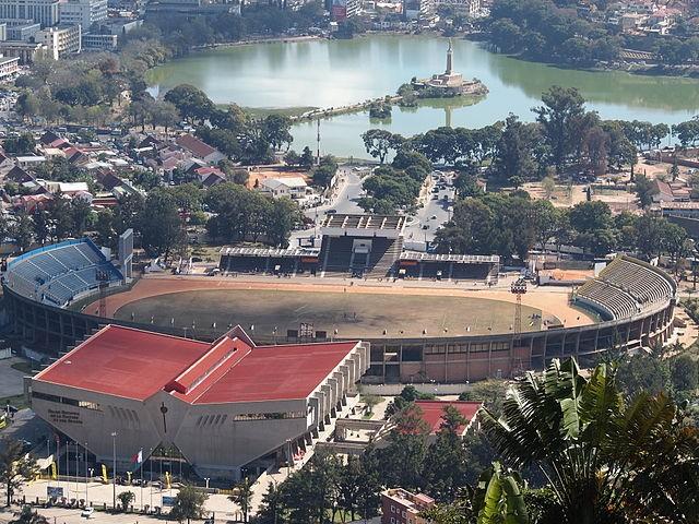 馬哈馬西那體育場(Stade Municipal de Mahamasina)(來源 維基百科 by Lemurbaby)