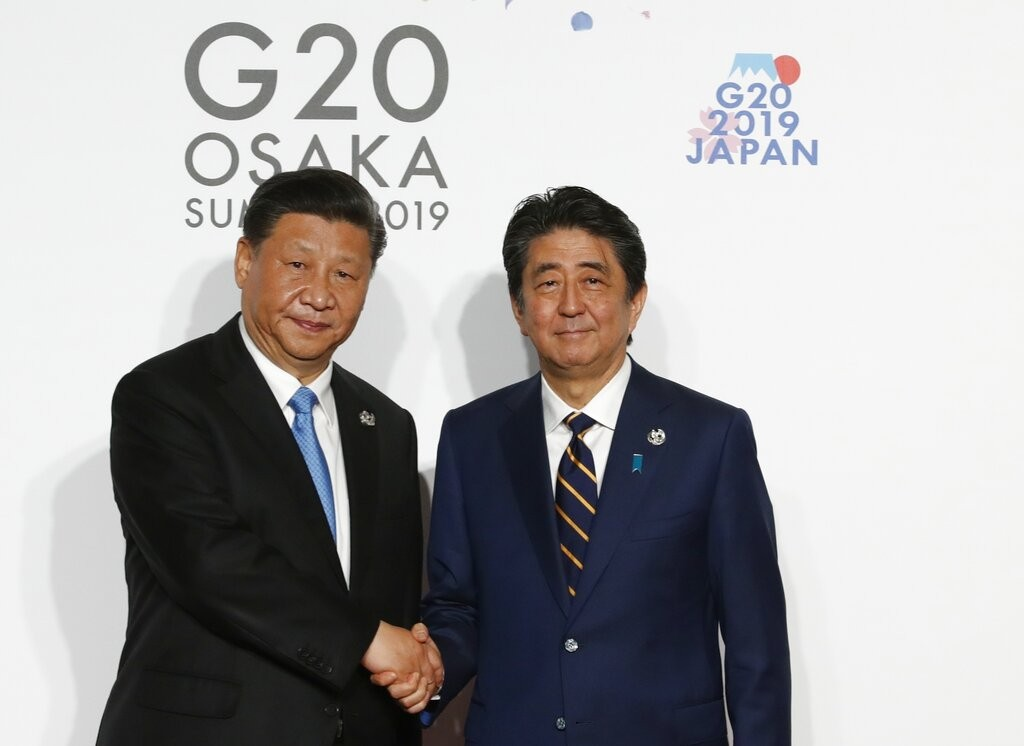Japan's Prime Minister Shinzo Abe and China's Chairman President Xi Jinping at G20 Summit (Source: AP)