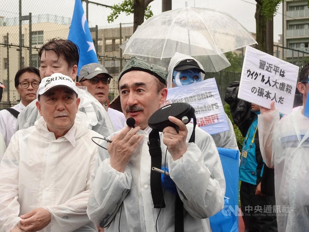 20國集團(G20)高峰會28日起在大阪舉行,日本維吾爾聯盟會長、55歲的圖爾穆罕默德27日在大阪發起示威遊行。他說,這次G20大阪峰會是