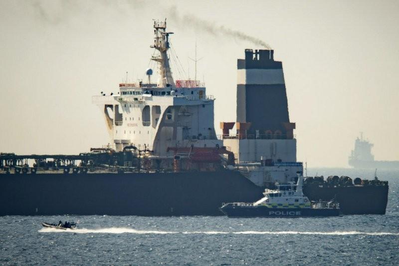 遭英國海軍扣留的伊朗超大型油輪Grace 1 (來源 美聯社)