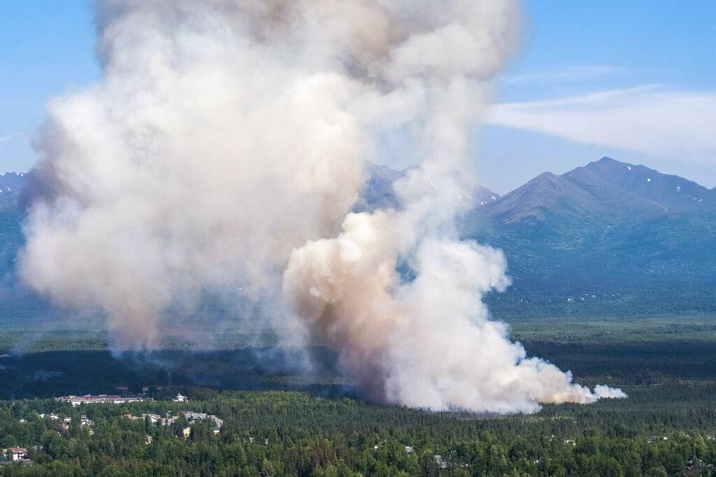 阿拉斯加未完全撲滅的野火(來源 美聯社)